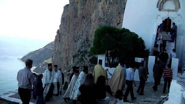 Palm Sunday procession marks start of Holy Week