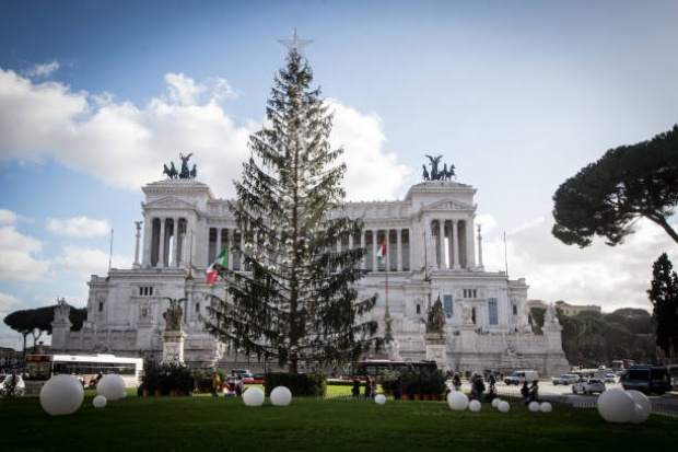Rome's €50000 Christmas tree causes controversy