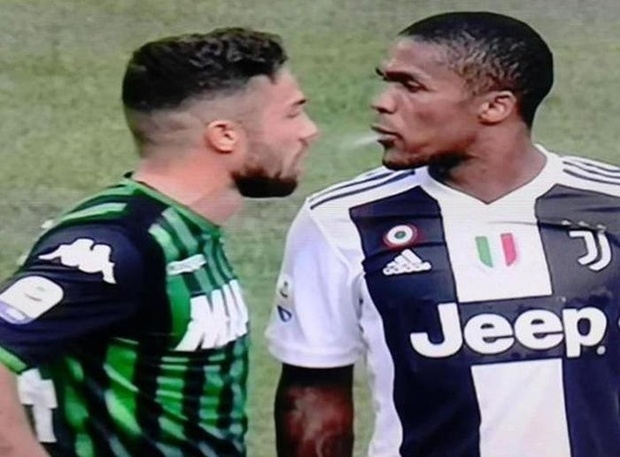 adfe85971b1 Juve s Douglas Costa cops four-match ban for spitting incident ...