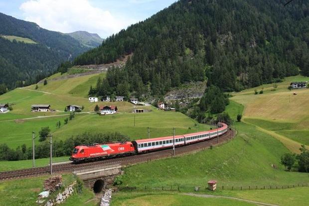 Austria stops train from Italy due to coronavirus suspects